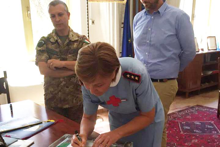"""La firma del protocollo di intesa fra Comitato Locale di Salerno e 19° Reggimento """"Cavalleggeri Guide"""" di Salerno"""